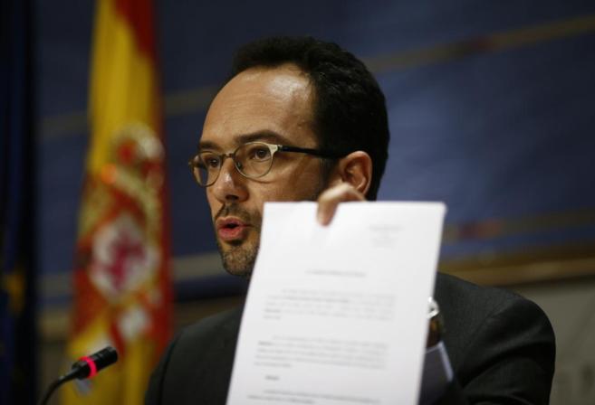El portavoz del Grupo Socialista en el Congreso, Antonio Hernando,...
