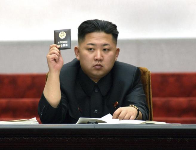 El líder norcoreano, Kim Jong-un, durante una reunión de la Asamblea...