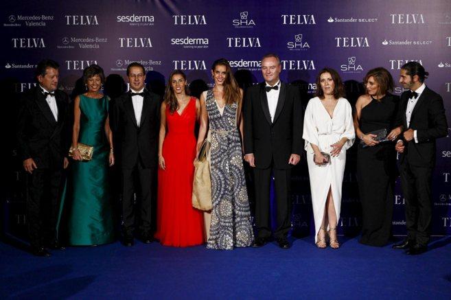 Los premiados, junto a Fabra, el director general de UE, Javier...