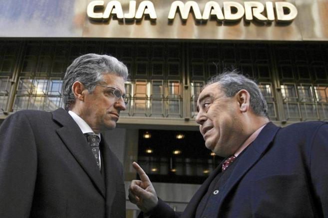 Pablo Abejas, a la izquierda, habla con Miguel Ángel Araujo, a las...