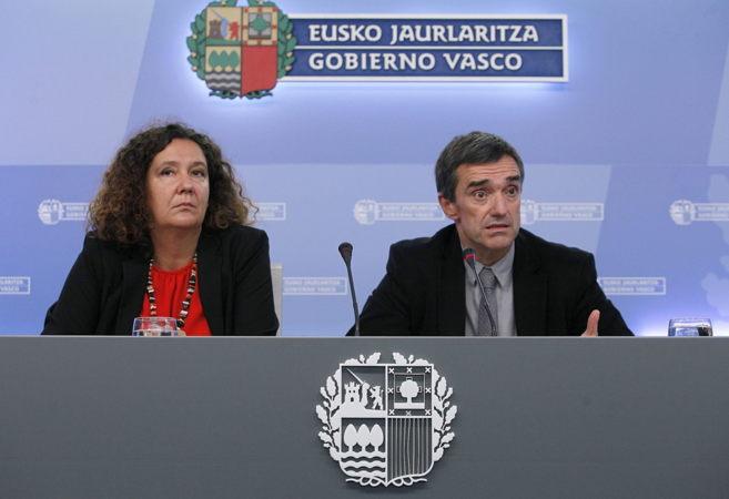 Monika Hernando, y Jonan Fernández en la sede del Gobierno vasco de...