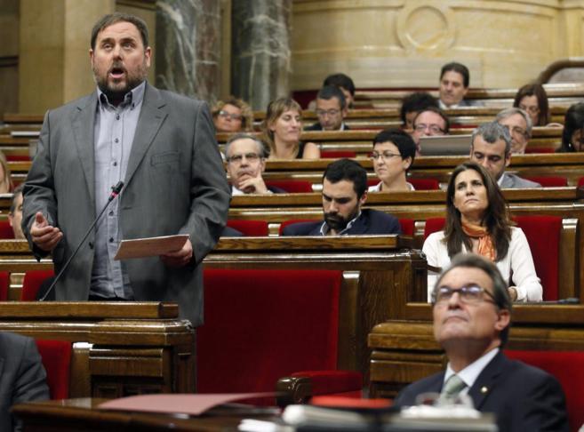 Oriol Junqueras habla durante la sesión del Parlament sobre el caso...