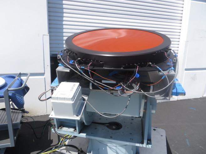 Se necesitan antenas especiales en el avión para captar las señales.