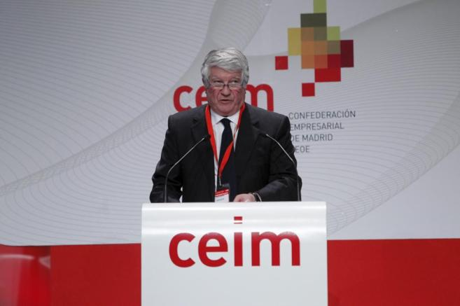 Arturo Fernández durante una asamblea de la CEIM.