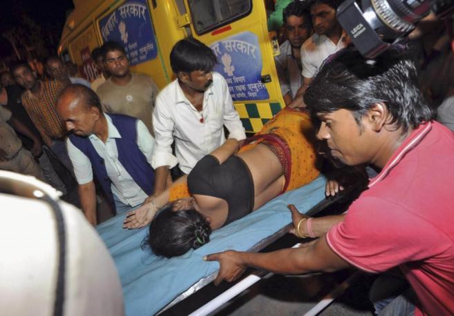 Servicios de emergencias trasladan a una de las heridas