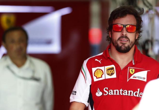 Alonso, en el box de Ferrari.