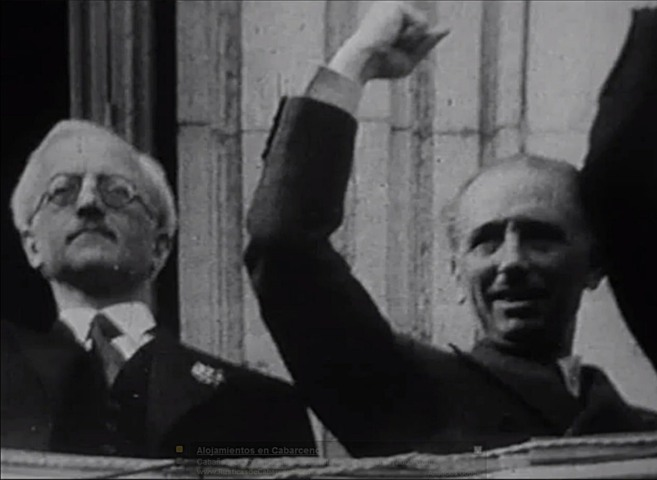Companys (dcha.) , en octubre-noviembre de 1936, junto al cónsul de...