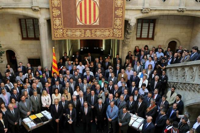 El presidente de la Generalitat, Artur Mas, arropado por cientos de...