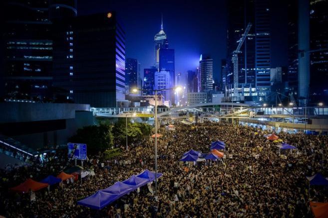 Multitudinaria reunión nocturnas de manifestantes prodemocráticos en...