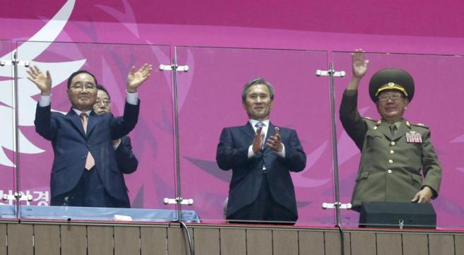 El 'premier' surcoreano Jung Hong-won y el mariscal...