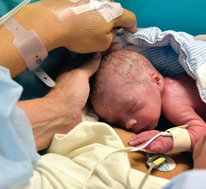 El primer bebé fruto de un trasplante de útero nació en septiembre...