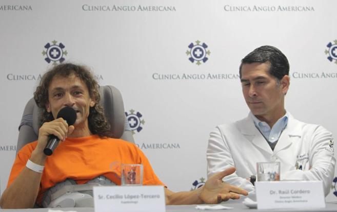 Cecilio López Tercero durante la rueda de prensa en la clínica Anglo...