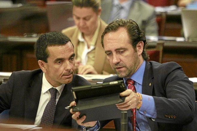 El conseller de Economía, Joaquín García, y José Ramón Bauzá...