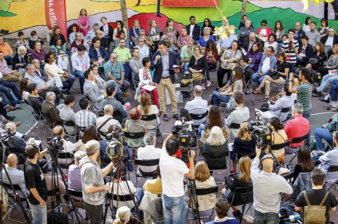 Pedro Sánchez, en la asamblea abierta en la que ha participado este...