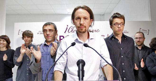 Pablo Iglesias, flanqueado por Juan Carlos Monedero (izda.) e Íñigo...