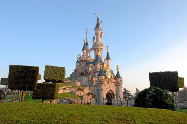 El castillo de la Bella Durmiente en el parque temático de París.