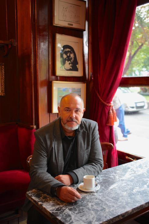 El autor, J. L. Rod, en el Café Gijón. | ENRIQUE ROMERO