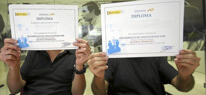Dos alumnos que realizaron el curso de Devenir Formación y...