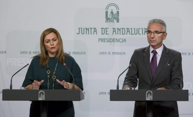 María Jesús Serrano, consejera de Medio Ambiente, y el portavoz del...
