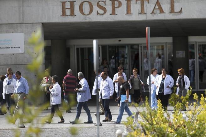 Entrada del hospital de Alcorcón, donde ingresó en primer lugar la...