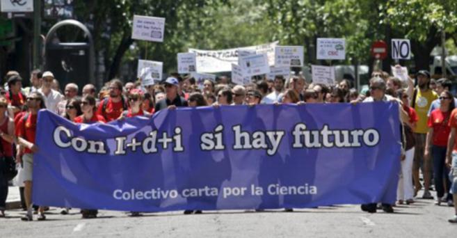 Manifestación contra los recortes en I+D en 2013. SERGIO...