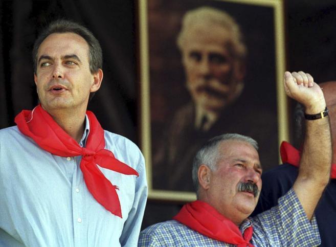 Fernández Villa levanta el puño junto a Zapatero en la fiesta minera...