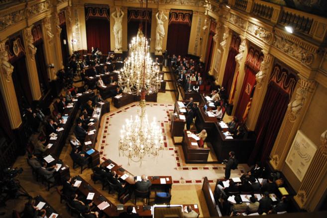 Vista general del salón de plenos del Parlament durante un debate.