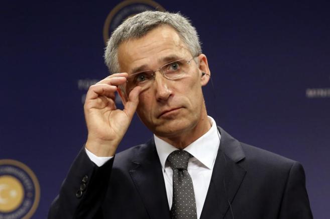 El flamante secretario general de la OTAN, Stoltenberg, a su llegada a...
