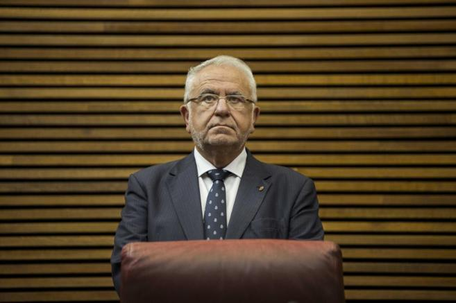 Juan Cotino, en su escaño de presidente en las Cortes Valencianas.