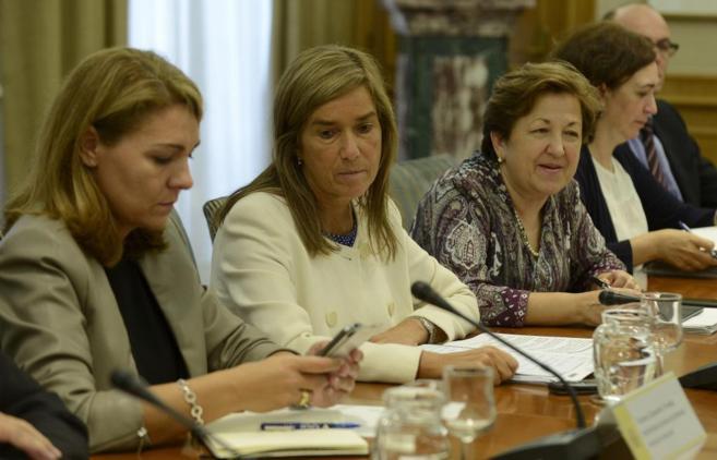 Ana Mato, en la reunión con los portavoces de los grupos...