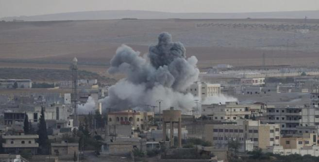 Imagen tomada desde territorio turco de los combates en Kobane, ayer.