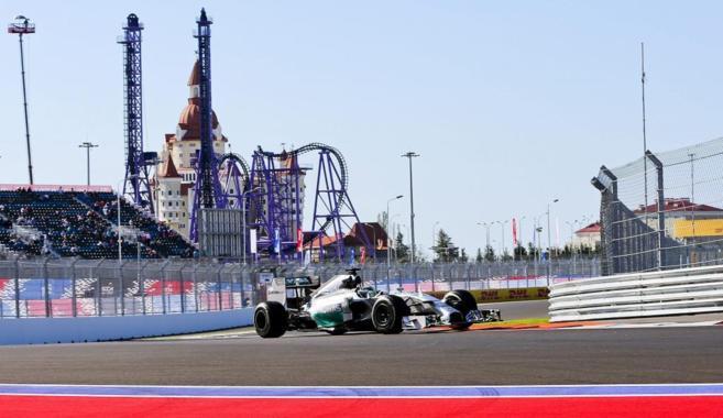 Lewis Hamilton, durante la jornada de entrenamientos libres.