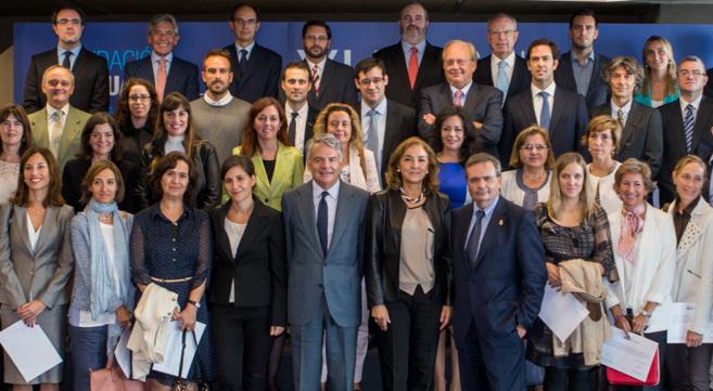 Ignacio Garralda, Carmen Vela y Rafael Matesanz con los investigadores...