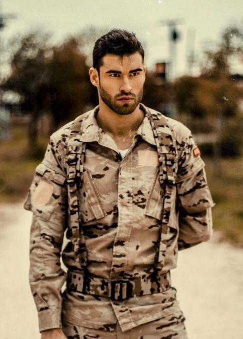 Rubén López con el uniforme del Ejército de Tierra que vestirá...