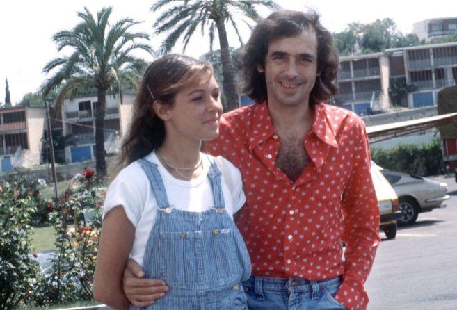 Joan Manuel Serrat y su esposa Candelaria Tiffón, en los 70.