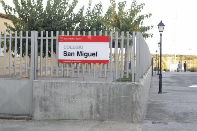 Fachada del Colegio San Miguel, en Villamantilla (Madrid).