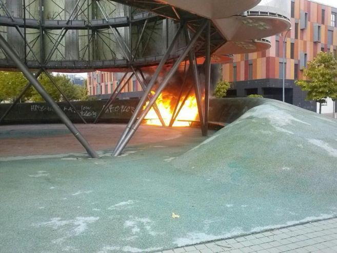 Incendio en el árbol bioclimático de Vallecas