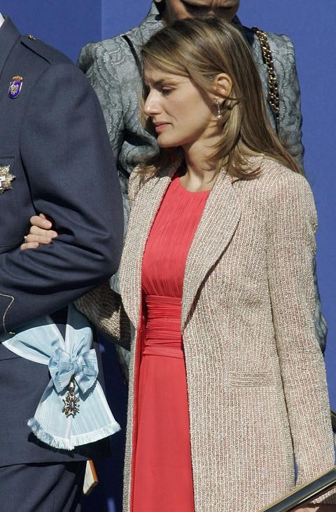 El año 2006 estuvo marcado por el color rojo. Doña Letizia estaba...