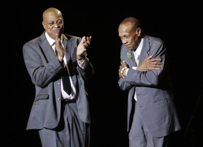 Chucho Valdés aplaude a su padre en un concierto en Madrid en 2007.