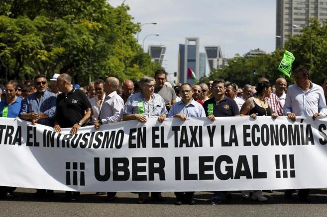 Imagen de una protesta contra Uber por intrusismo laboral.