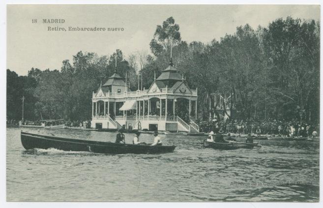 Postal que muestra el embarcadero nuevo del parque del Retiro.
