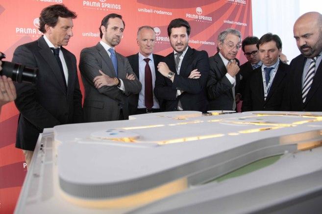 Bauzá e Isern junto a los responsables de Unibail-Rodamco España.