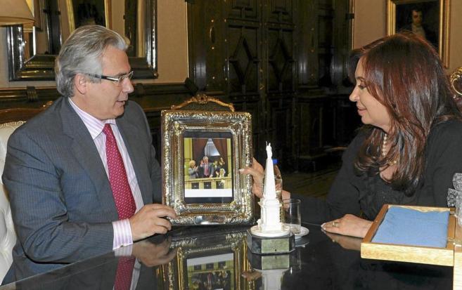 Baltasar Garzón y la presidenta argentina, Cristina Fernández en...