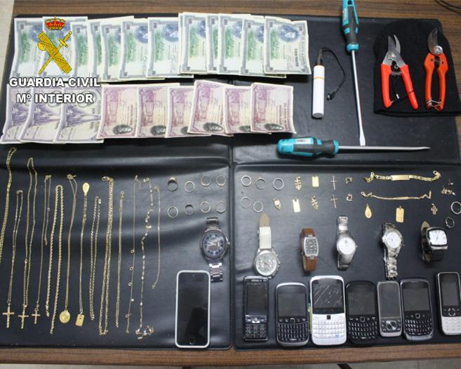 Parte de los objetos incautados a los detenidos sustraídos de las...