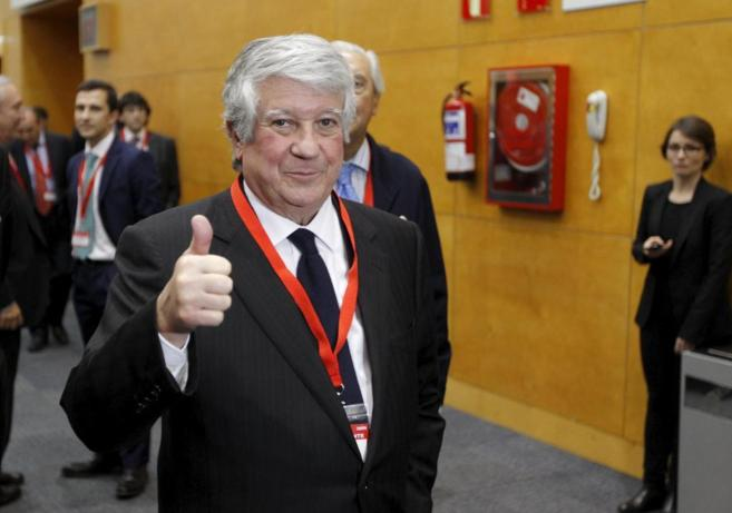 Arturo Fernández durante una asamblea de CEIM