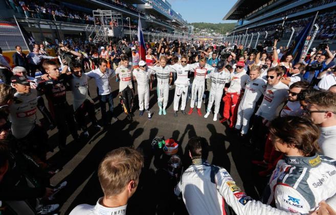 Los pilotos de F1 rinden homenaje a Bianchi en el GP de Rusia.