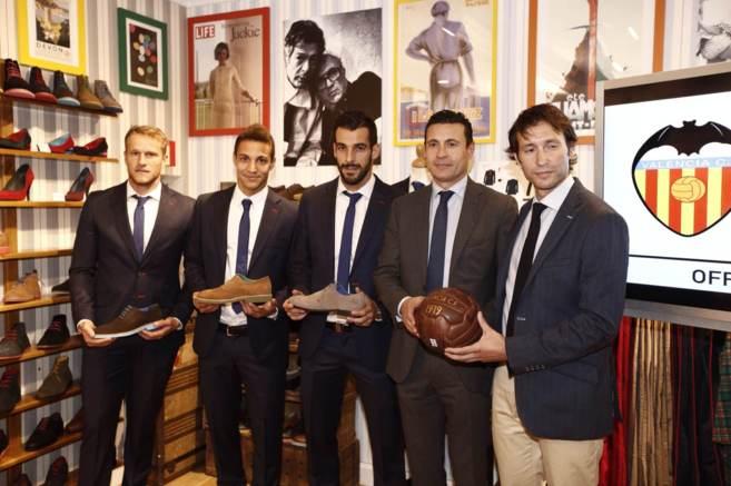 Mustafi, Rodrigo, Negredo, Salvo y el director general de El Ganso, en...