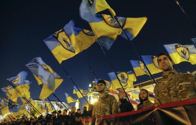 Activistas ultranacionalistas ucranianos protestan en Kiev, este...