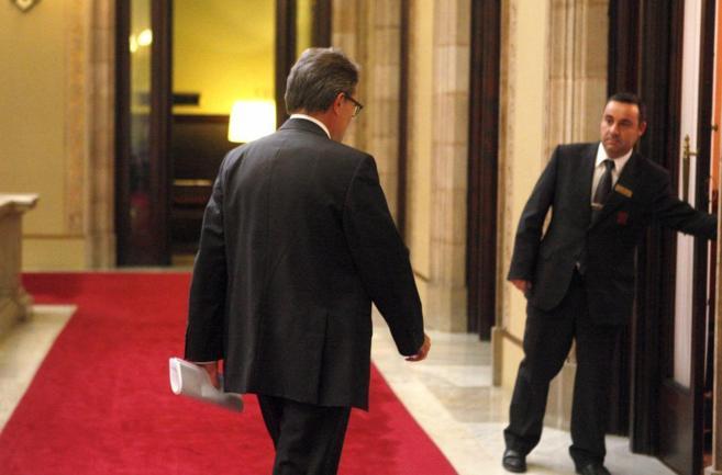 Artur Mas de camino a la sesión de control del Parlament.