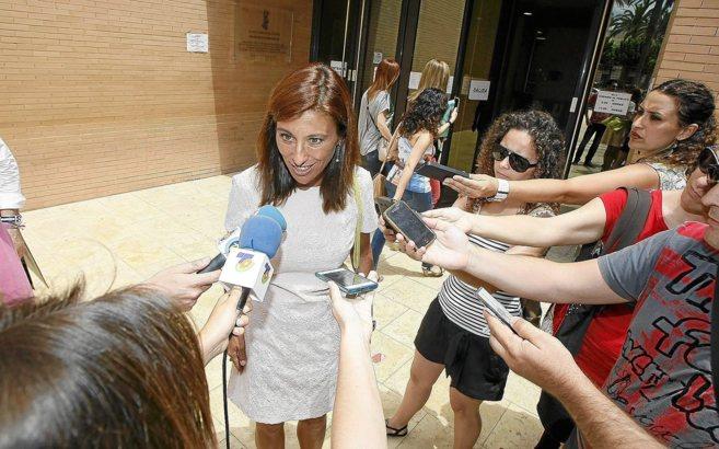 La ex alcaldesa de Orihuela, Mónica Lorente, a su salida de los...